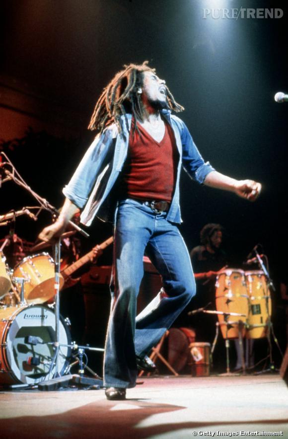 Bob porte même des col en v.