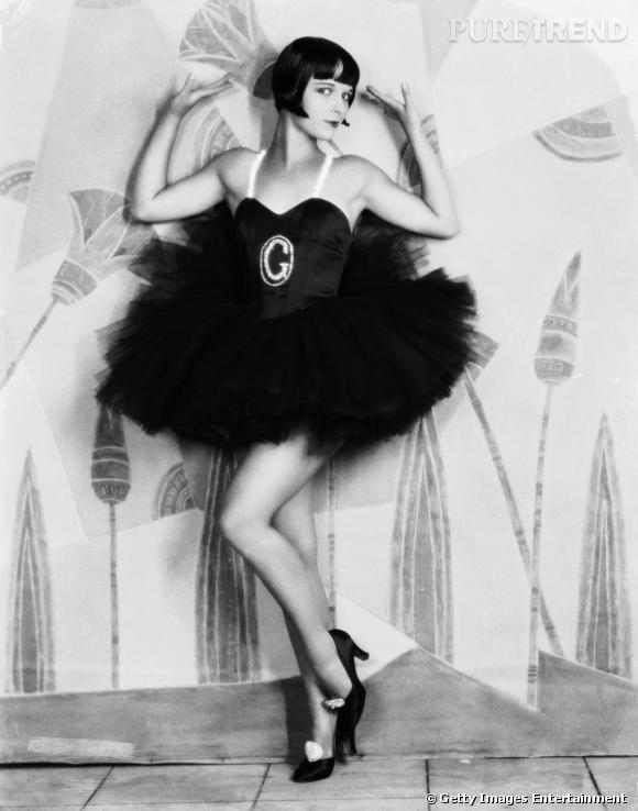 Comment on se coiffait dans les années folles ? Nom : Louise Brooks Coiffure : un carré noir de jais qui encadre soigneusement le visage.
