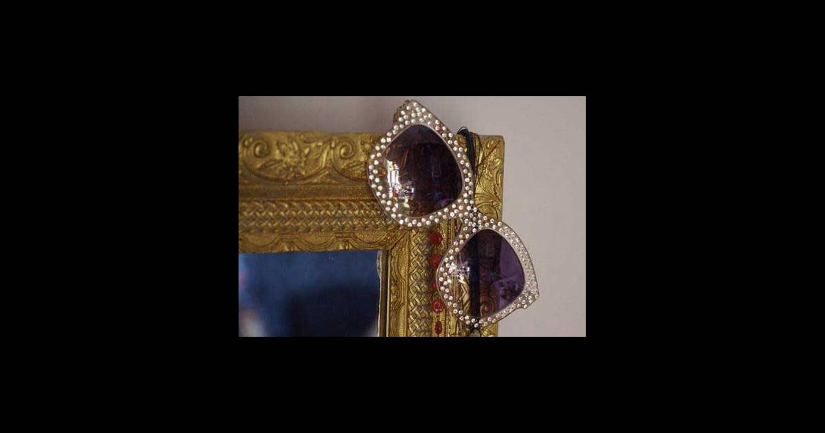 des lunettes emmanuelle khanh faire p lir elton john. Black Bedroom Furniture Sets. Home Design Ideas