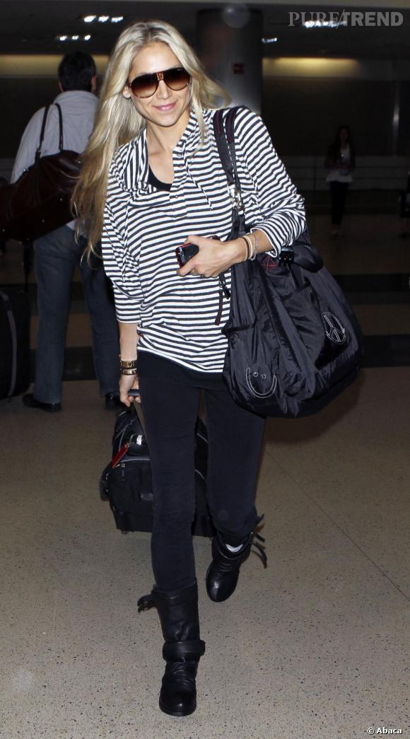 Anna Kournikova, casual, à l'aéroport de Los Angeles.