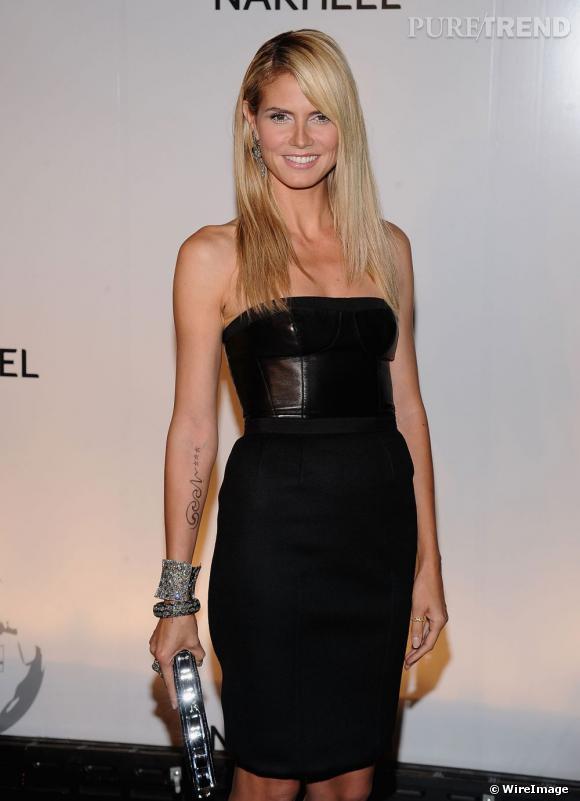 Heidi Klum ne verse pas seulement dans le style petite étoile et ose le tatouage grand format