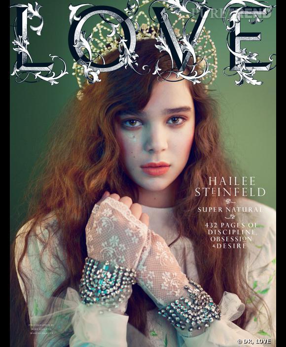 """Hailee Steinfeld pose pour """"Love"""" magazine du mois de septembre."""