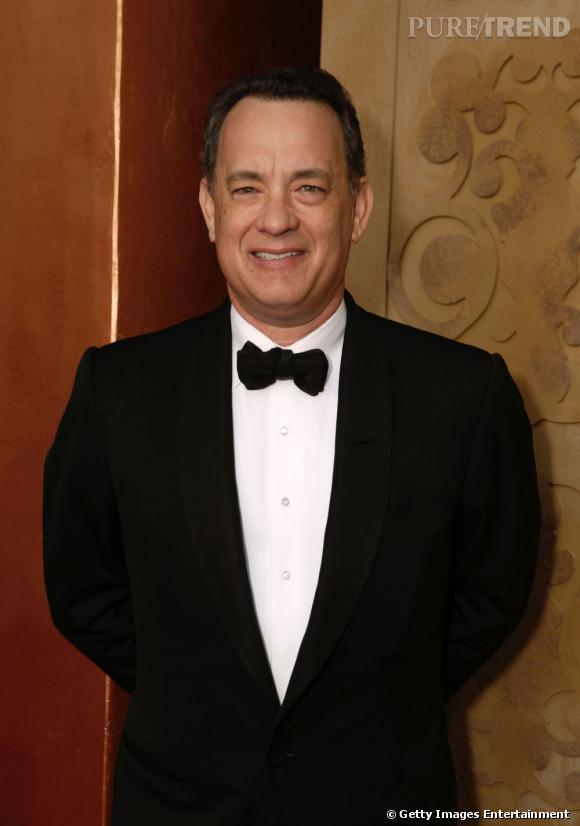 5ème du classement :   Tom Hanks, sourire crispé mais joli noeud papillon. Sur le red carpet, il ne rigole pas avec le style.