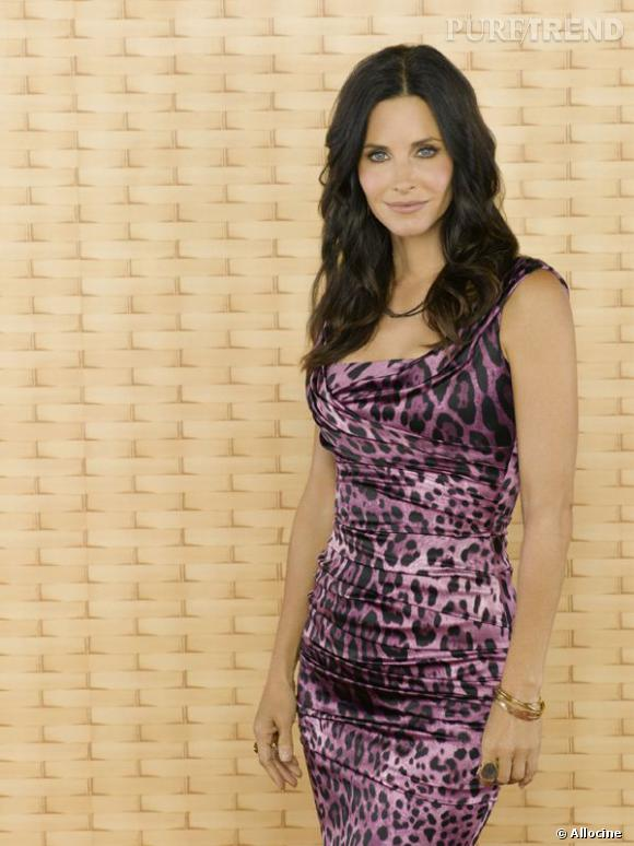 En robe tigrée, l'actrice confirme son statut de star sexy.