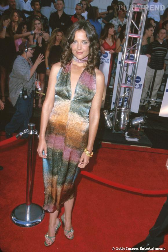Des 1998, Katie Holmes arpente les tapis rouges d'Hollywood. Pour le meilleur, comme pour le pire... Disons qu'ici nous sommes plutôt dans la deuxième catégorie. En robe multicolore et beaucoup trop maquillée, Katie est plus que flopique.