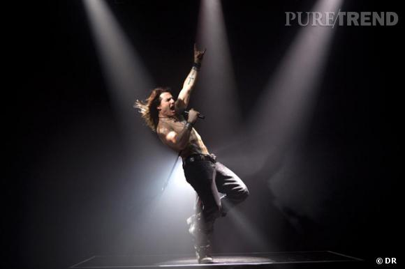 """Tom Cruise fait ses débuts sur scène dans l'attendu """"Rock of Ages""""."""