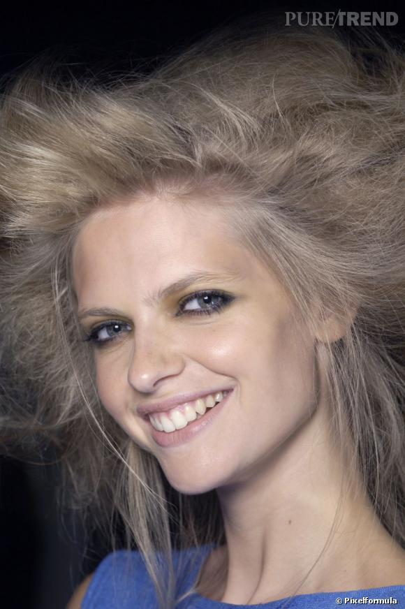 Les soins des cheveux électriques.