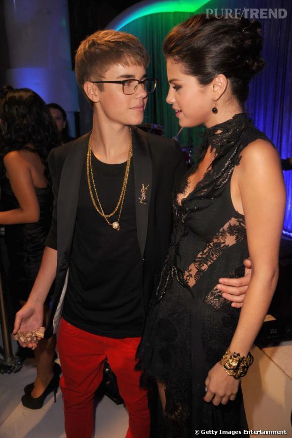 Selena en coulisses aux côtés de son petit ami Justin Bieber.