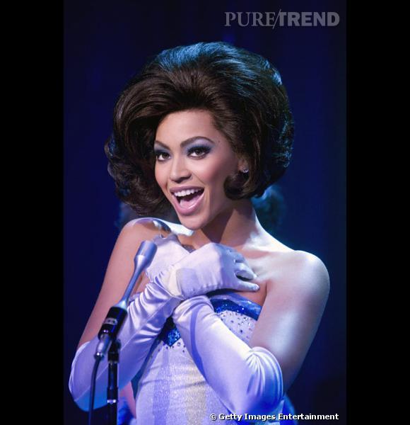 """Au casting de """"Dreamingirls"""", Beyoncé incarne la grande  Diana Ross . Pour l'occasion, elle troque son long wavy contre un carré au volume XXL so 60's."""