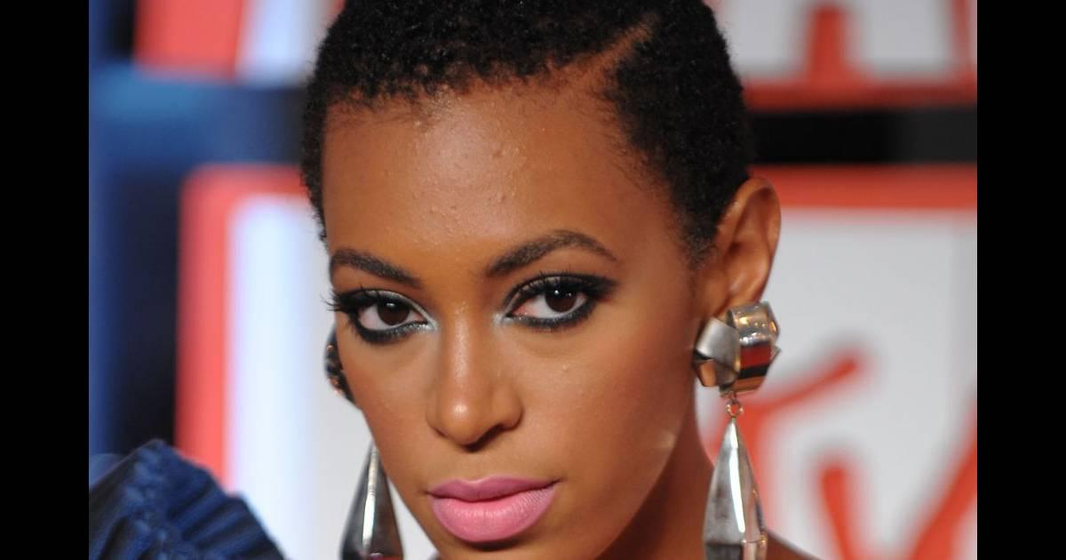 Femme noire africaine sexy qui danse - 2 6