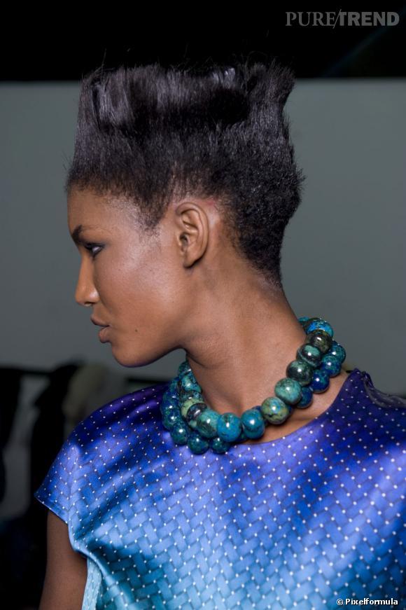 Tendance coupe en brosse, façon  Grace Jones  à ses débuts. Cette coiffure afro cheveux courts est à réserver aux audacieuses qui n'ont pas froid aux yeux.