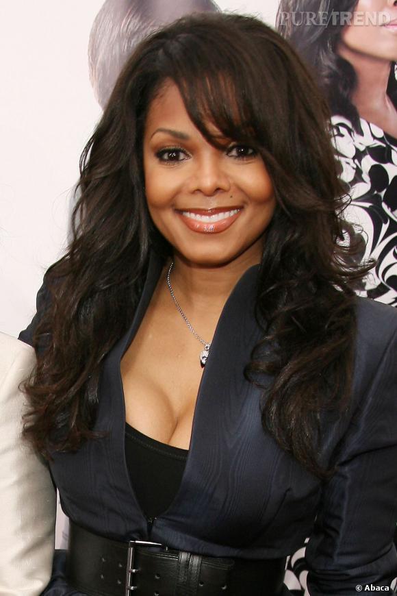 Janet jackson se fait glamour avec cette coiffure afro - Comment se couper une frange sur le cote ...