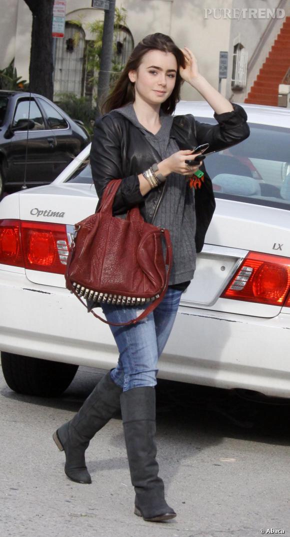 Côté look de rue, avec son perfecto et son sac Alexander Wang, elle a tout bon.