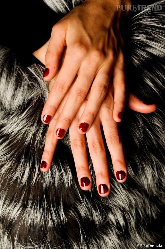 Envie d'ongles soignés et impeccablement vernis ? Découvrez les étapes à suivre dans notre pas à pas vernis à ongles.