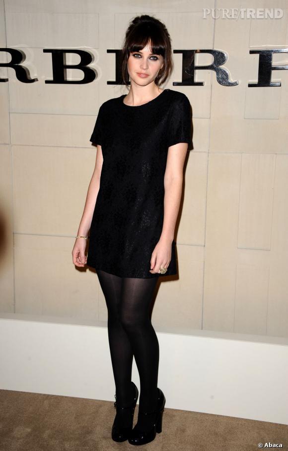A 27 ans, l'actrice britannique a séduit la maison Burberry avec son style rétro et ses faux airs de Jean Shrimpton.