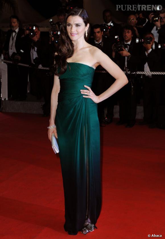 Rachel Weisz ultra-glamour en fourreau vert sapin.