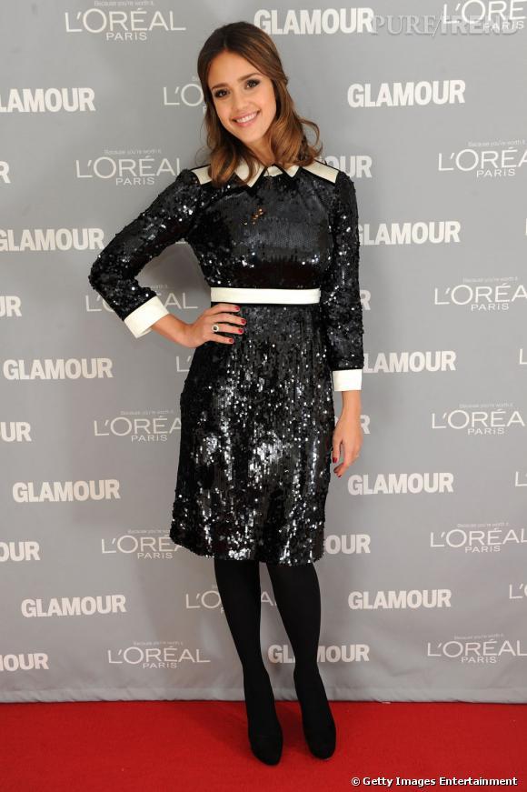"""Jessica Alba a joué ce soir-là les présentatrices pour le prix de """"The Fashion Force"""" remis à Tory Burch."""