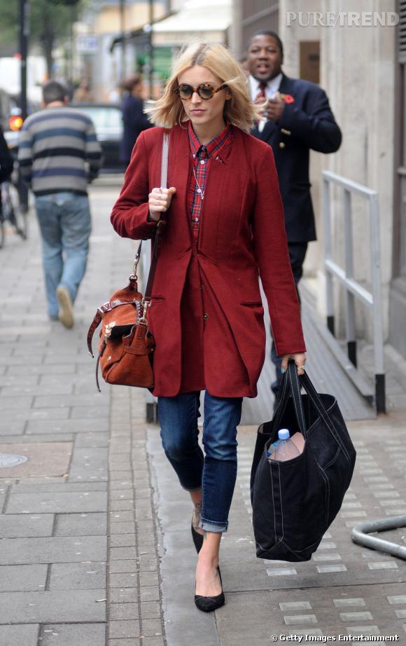 Fearne Cotton, toujours trendy, choisit un modèle rouge.