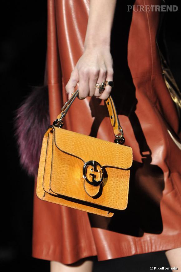 """Défilé Gucci automne-hiver 2011-2012 : le modèle """"Gucci 1973""""."""