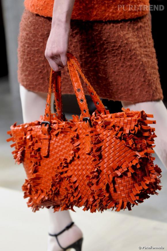 """Défilé Bottega Veneta automne-hiver 2011-2012 : le modèle """"Patchwork frayed Intrecciato""""."""