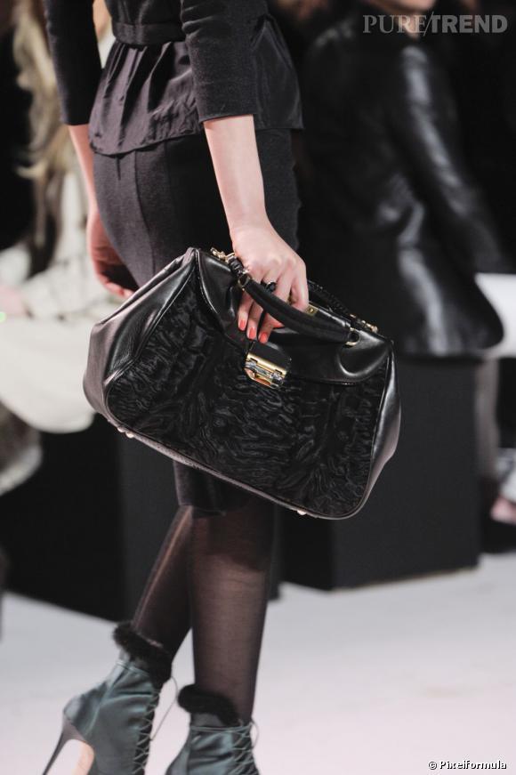 """Défilé Nina Ricci automne-hiver 2011-2012 : le modèle """"Liane""""."""