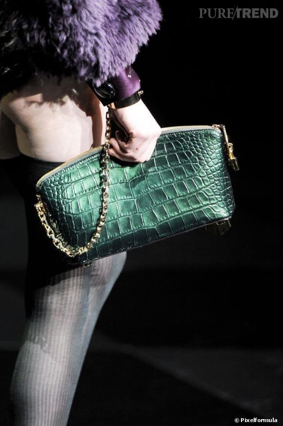 """Défilé Louis Vuitton automne-hiver 2011-2012 : la pochette """"Lockit""""."""