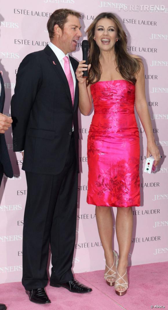 Avec ses robes roses, si possible moulantes et mini, Liz marque son attachement à la lutte contre le cancer du sein.