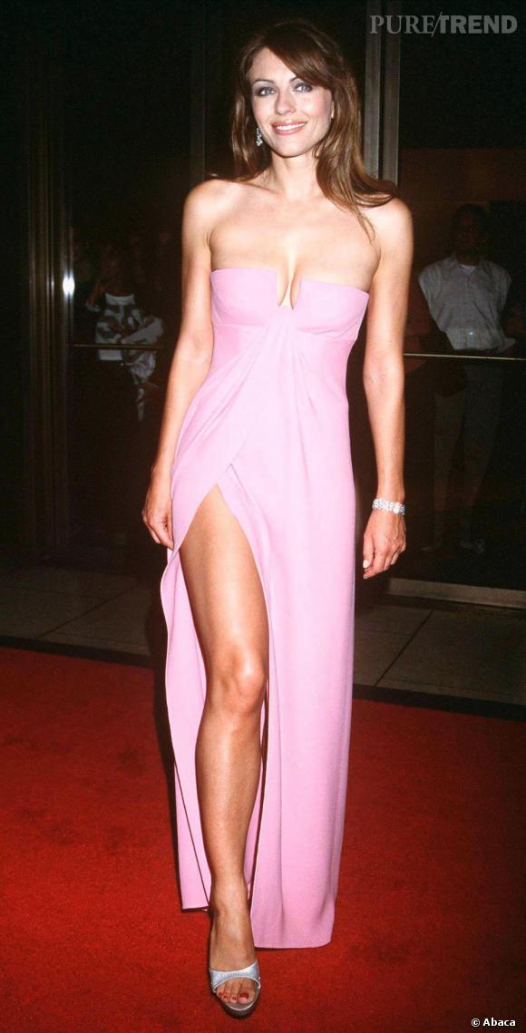 Voilà près de 10 ans que l'actrice arpente les red carpets en robe rose sexy sans faillir et sa silhouette reste quasiment inchangée.
