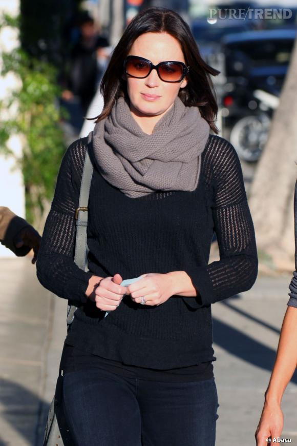 Emily Blunt en balade dans les rues de Los Angeles.
