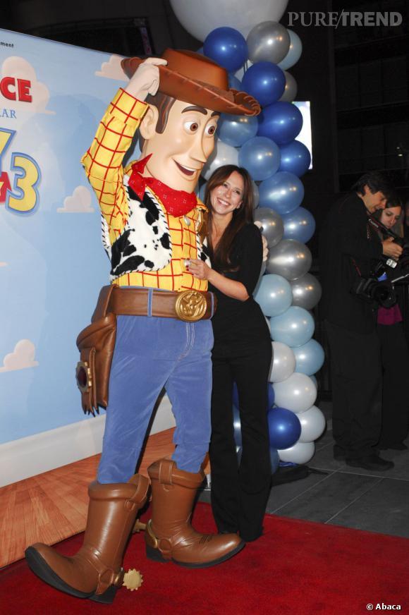 """Jennifer Love Hewittlors de la soirée de la campagne AEG """"Season of Giving"""" et Disney à Los Angeles."""