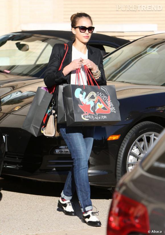 Jessica Alba la semaine dernière chez Barney's pour faire ses courses de noël.