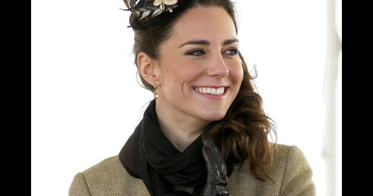 Quelques plumes dans les cheveux pour glamouriser sa tenue hivernale - Plume dans les cheveux ...