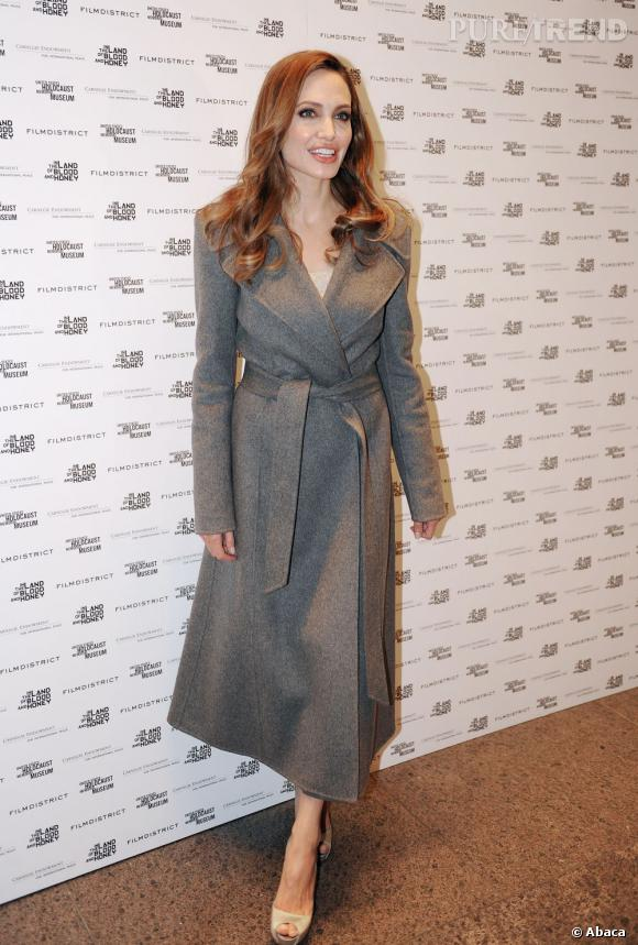 Angelina Jolie, en manteau ou en peignoir ?