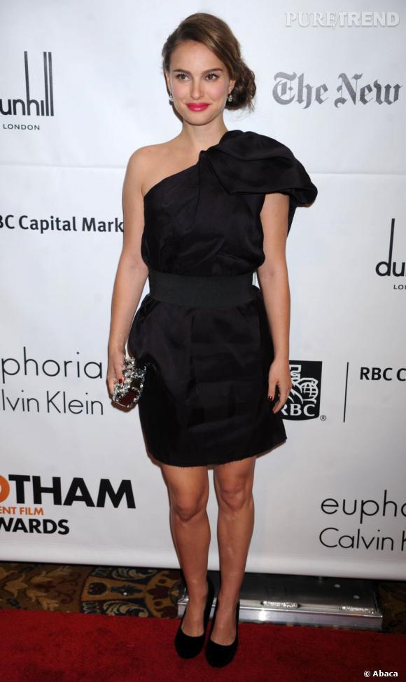 Natalie Portman est comme tout le monde et elle craque pour une robe de la collection capsule Lanvin pour H&M.