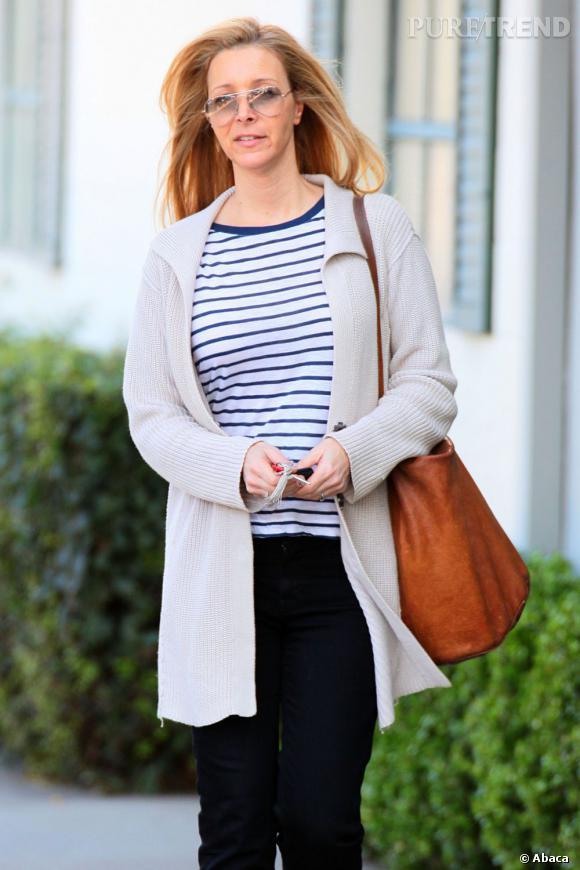 Lisa Kudrow se promène dans les rues de Beverly Hills.