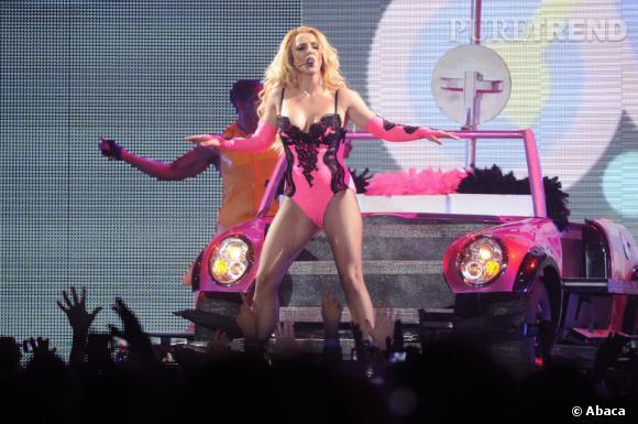 Britney Spears est la guest star d'un épisode entier en hommage à ses chansons.