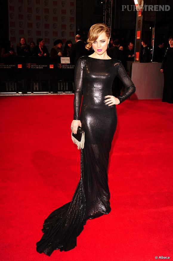 Melissa George transformée en vamp habillée par Victoria Beckham.