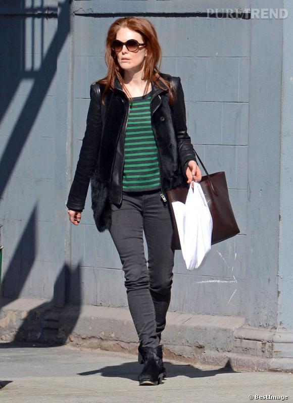 Julianne Moore accorde sa veste fourrure à ses chaussures pour un look au poil !