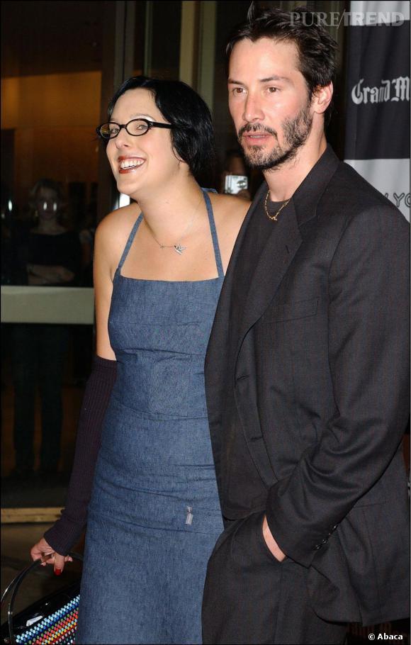 Keanu Reeves se réconforte ensuite dans les bras de Karina, une autre girlfriend.