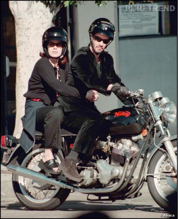 Jennifer Syme, l'un des grands amours de Keanu Reeves de 99 à 2000. L'actrice a accouché d'une petite fille mort-née, et est décédé quelques mois après dans un accident de voiture.