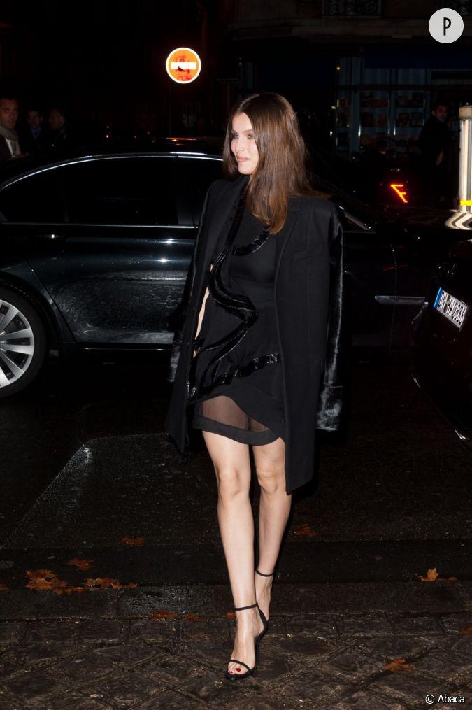 total look noir au programme avec une veste et une paire. Black Bedroom Furniture Sets. Home Design Ideas
