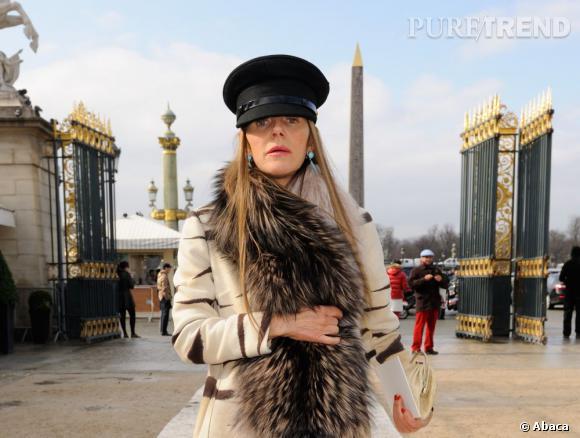 Anna Dello Russo se rend au défilé Valentino à Paris.