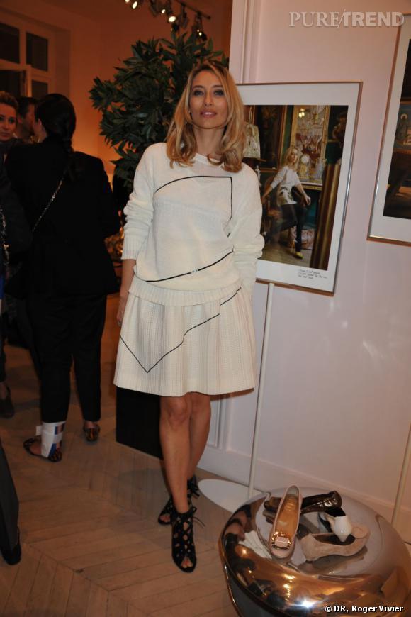 Alexandra Golovanoff célèbre l'arrivée de la nouvelle ligne d'accessoires Roger Vivier Prismick à Paris.
