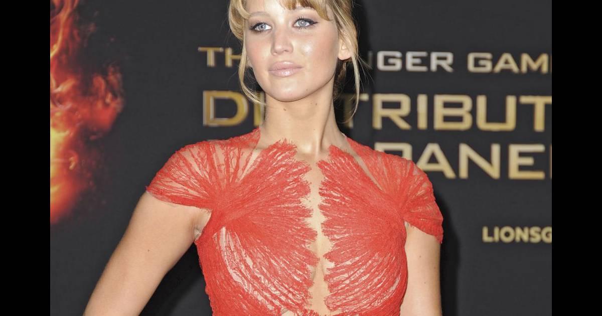 Jennifer Lopez : Son look color block pour une virée holly