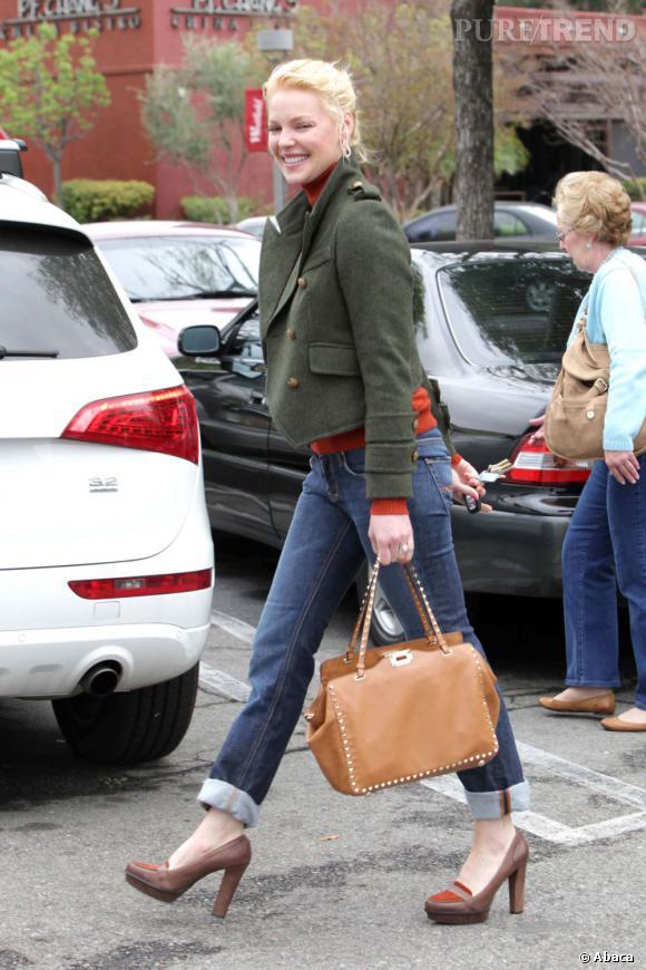 Katherine Heigl flirte joliment avec une silhouette de fashionista.