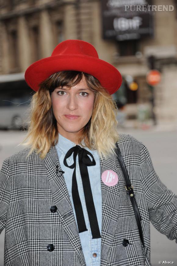 Daphné Burki a imposé cette tendance en France. Son tie & dye radical dévoile des racines très chatains et des pointes blondes platine. Il faut oser.