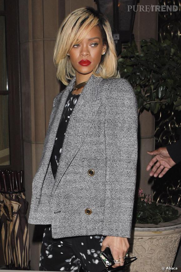 Rihanna pousse la tendance à l'extrême en jouant surtout sur l'effet racines noires. Une tentative audacieuse qui va avec son caractère et son style.