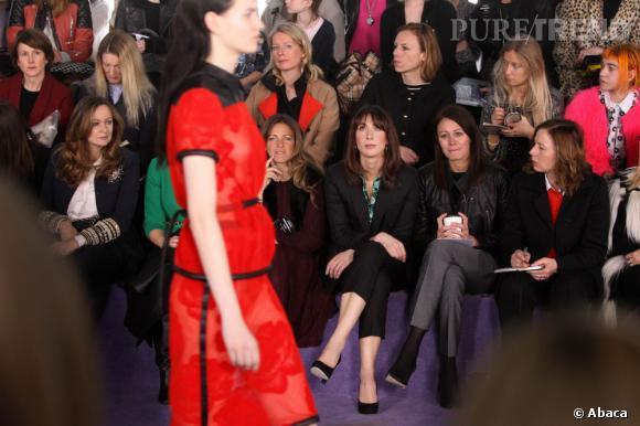 La Fashion Week :   Samantha Cameron est très régulièrement aux front rows des défilés londoniens. La preuve ici chez Christopher Kane.