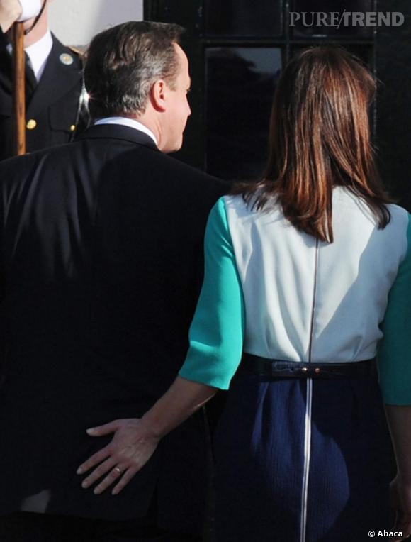 Les mains aux fesses :   Samantha Cameron aime son mari. Et elle le montre.