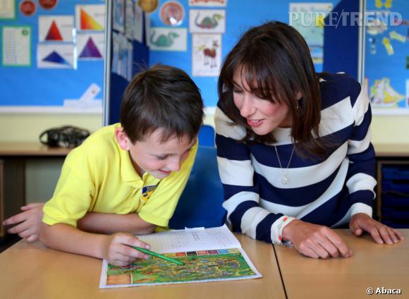 L'école :   Samantha Cameron aime surveiller les petits écoliers anglais. Gare au carnet de notes !